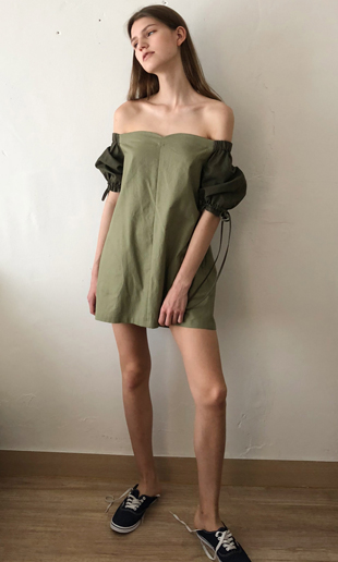 [EVENT] 18 SS tulip off-the-shoulder linen mini dress (khaki)