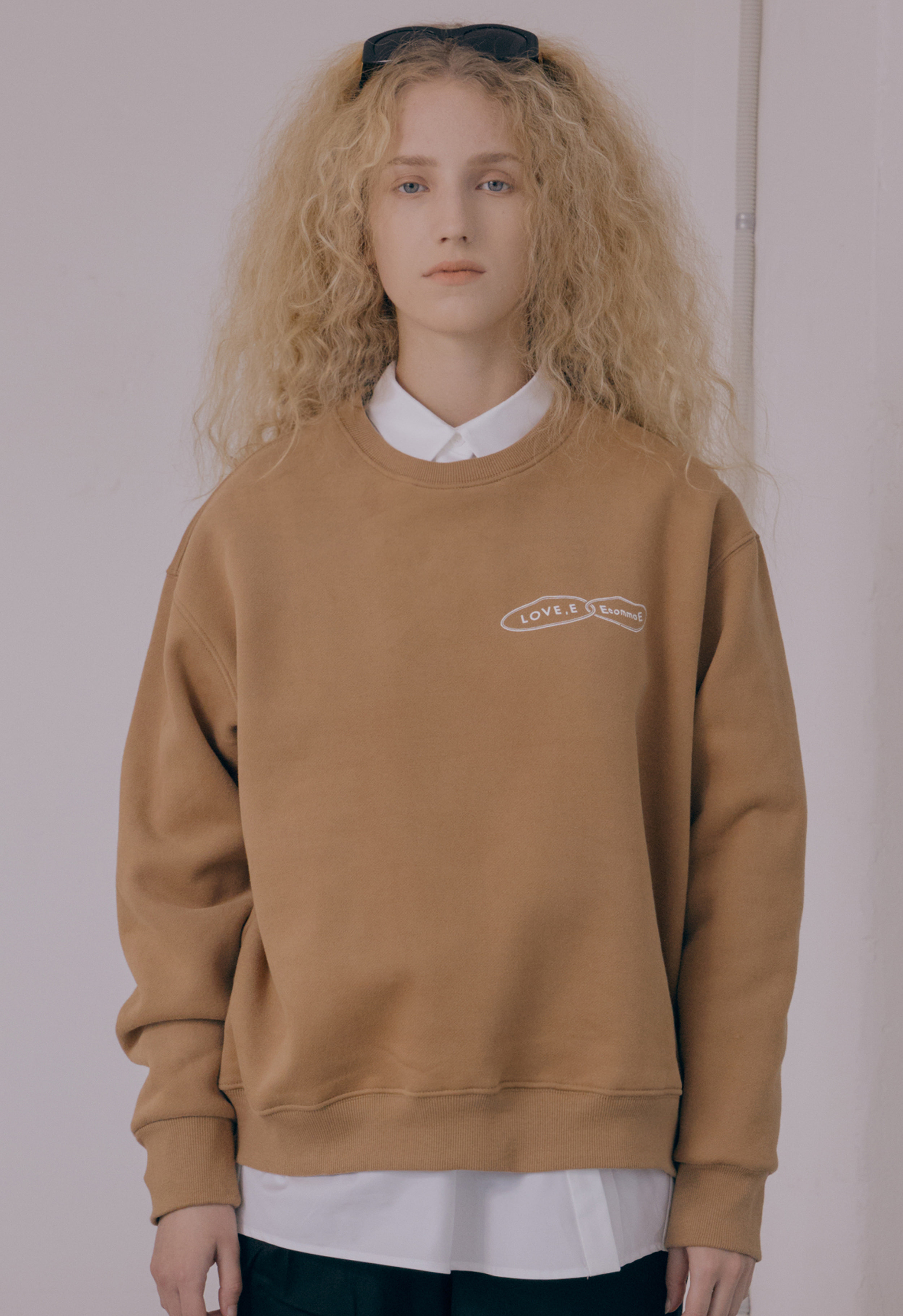 [NEW] LOVE,E SWEAT-SHIRT (BEIGE)